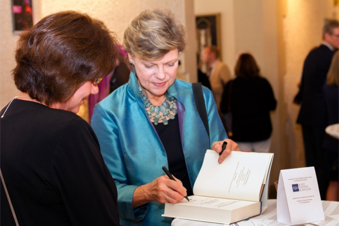 NPR's Cokie Roberts signs a copy of her book for INner Circle donors during an exclusive reception
