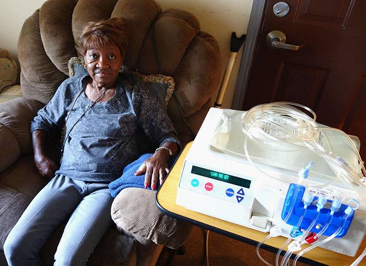 Anne Hickman, 74, uses peritoneal dialysis at home while she sleeps.