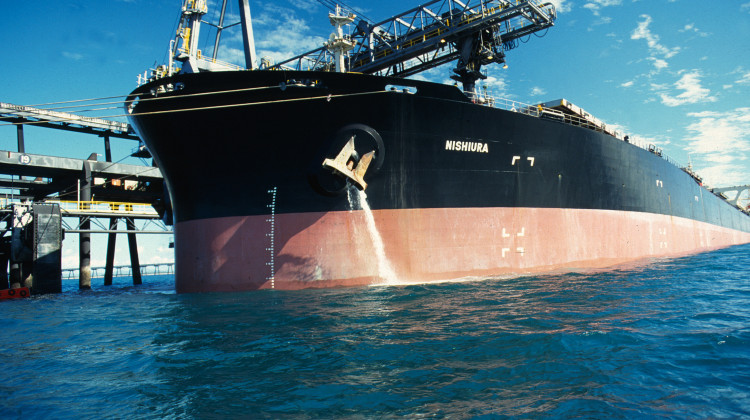 A carrier ship releasing ballast water in the 1990s. - CSIRO/Wikimedia Commons