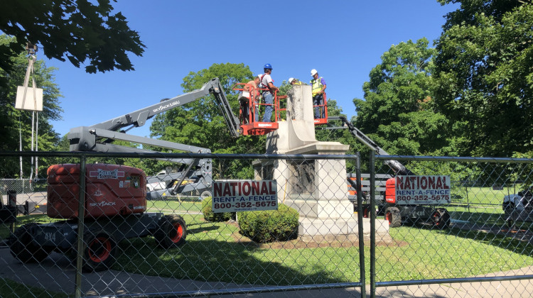Construction workers dismantle the monument in Garfield Park.  - Carter Barrett/WFYI