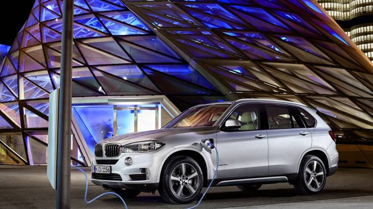 Bmw Has Been At The Forefront Of Plug In Electric Vehicles Sold Under Its I Brand Cars Like Urban Friendly I3 And Angelic I8 Sports Car