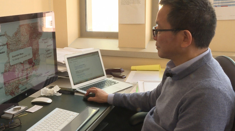Indiana University Professor Chen Zhu shows how people can use the mapping tool to find out how much water might be lost in their community in the future. - Rebecca Thiele/IPB News