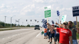 Communities With GM Facilities Support UAW Members Through Strike