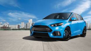 Ford Focus RS Backs Up Bold Color Choice