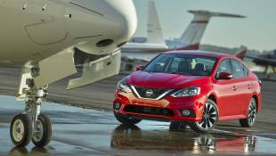 Nissan Sentra SR Blends Sport, Luxury