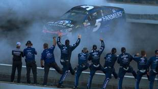 Kahne Survives Wild Finish To Win Brickyard 400