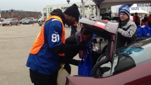 Colts Distribute 2K Thanksgiving Meals