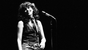 In Memoir, Linda Ronstadt Describes Her 'Simple Dreams'