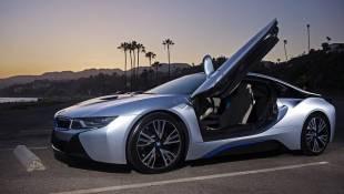 BMW i8 Outruns The Past - Straight To The Future