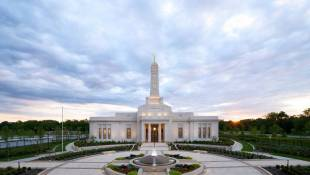 Mormon Temple Tours Drawing Big Crowds
