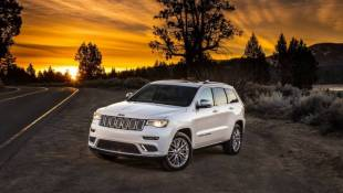 Jeep Grand Cherokee Slogs Off To Detroit