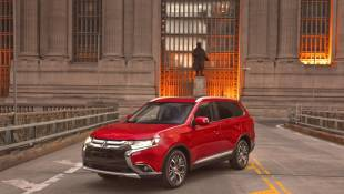 2016 Mitsubishi Outlander Faces Challenges