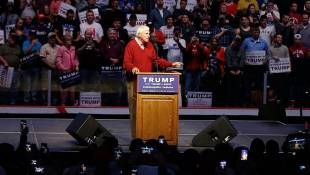 Donald Trump Gets an Assist From Bob Knight