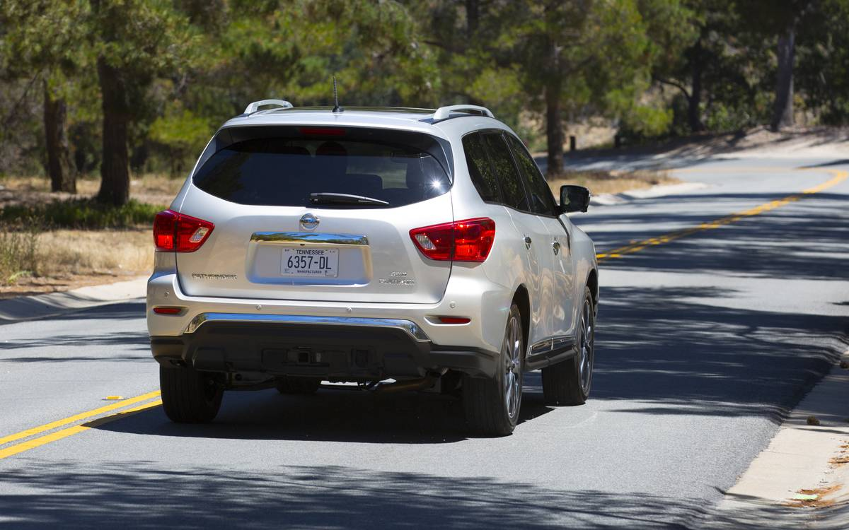 2017 Volkswagen Golf Gti Autobahn >> Nissan Pathfinder Toned For 2017